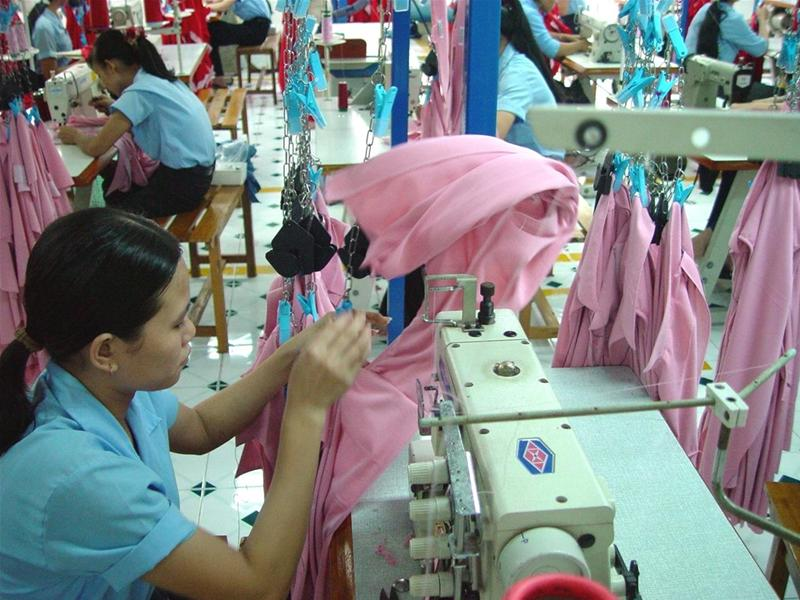 the garment and textile industry in In 2008, there were 497,100 wage and salary workers in the textile, textile product, and apparel manufacturing industries the apparel manufacturing segment, particularly cut and sew apparel manufacturing, was the largest of the three employing 198,400 workers.