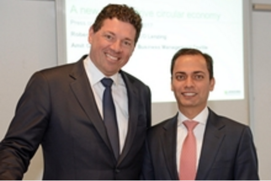 From left to right: R. van de Kerkhof, CCO Lenzing AG; A. Gautam, VP Global BM Textiles